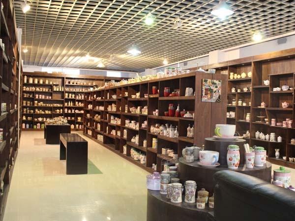 watzin ceramics show room